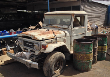 A BJ40 with typical desert patina.